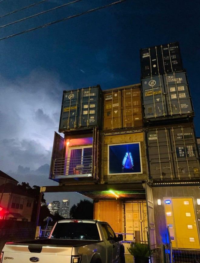 Nhà thiết kế hô biến những container chở hàng thô kệch thành ngôi nhà mơ ước - Ảnh 7.