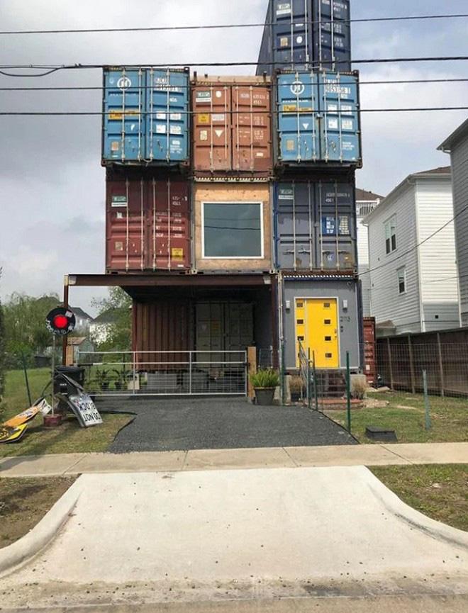 Nhà thiết kế hô biến những container chở hàng thô kệch thành ngôi nhà mơ ước - Ảnh 2.