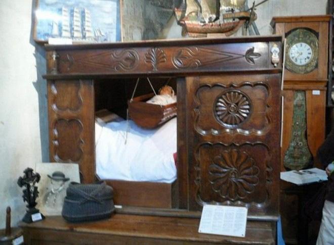 Tại sao nhiều người Châu Âu thời Trung cổ lại ngủ trong những chiếc giường hộp? - Ảnh 5.