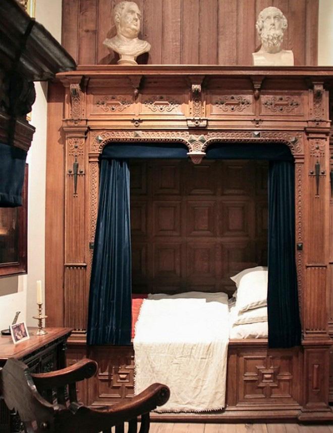 Tại sao nhiều người Châu Âu thời Trung cổ lại ngủ trong những chiếc giường hộp? - Ảnh 4.