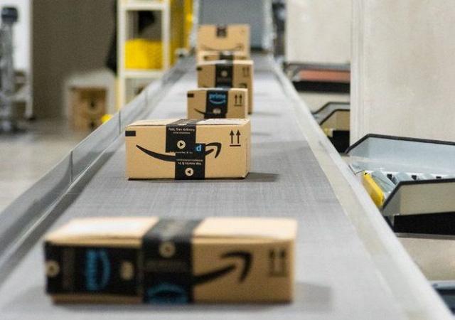 Đột nhập kho hàng khổng lồ của Amazon ngày Black Friday - Ảnh 17.