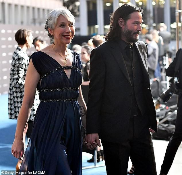 Tin vui nhất Hollywood hôm nay: Sau nhiều thập kỷ đơn độc, ngôi sao tử tế nhất hành tinh Keanu Reeves đã chính thức công khai bạn gái ở tuổi 55 - Ảnh 3.