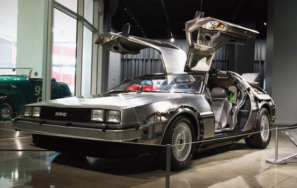 Trước Tesla Cybertruck, chỉ có duy nhất 1 chiếc xế hộp bọc thép không gỉ, được sản xuất từ tận năm 1983 - Ảnh 31.
