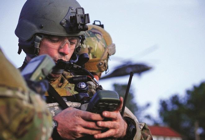 Quân đội Mỹ lên kế hoạch tận dụng vệ tinh dân sự để dẫn đường nếu không may hệ thống GPS bị kẻ địch phá hủy - Ảnh 1.