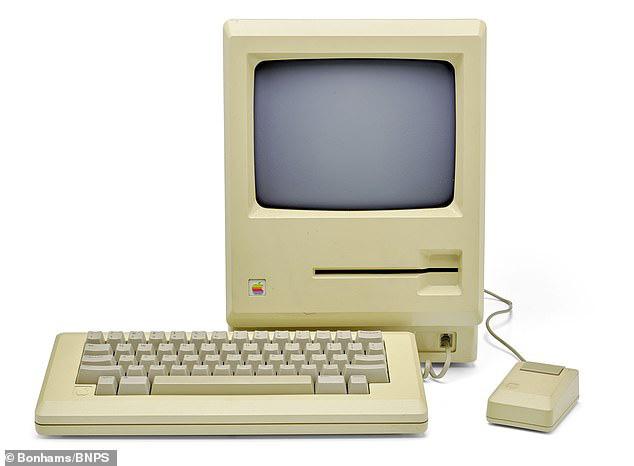 Nhờ Steve Jobs, chiếc đĩa mềm trông hết sức cũ kĩ này vừa được bán với giá gần 2 tỷ đồng - Ảnh 3.
