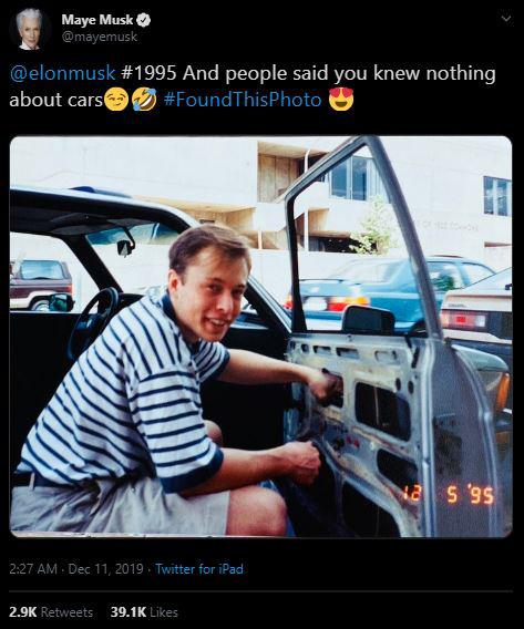 Nghe cư dân mạng bảo con trai không biết gì về ô tô, mẹ Elon Musk đăng ảnh ông đang sửa cửa kính ô tô từ tận 24 năm trước - Ảnh 1.