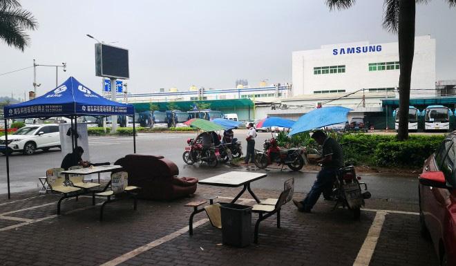 Samsung chuyển nhà máy sang Việt Nam vì thương chiến, thành phố Trung Quốc đang sầm uất bỗng chốc biến thành thành phố ma - Ảnh 4.