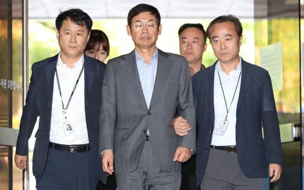 Chủ tịch Samsung Electronics bị tuyên án tù 1,5 năm - Ảnh 1.