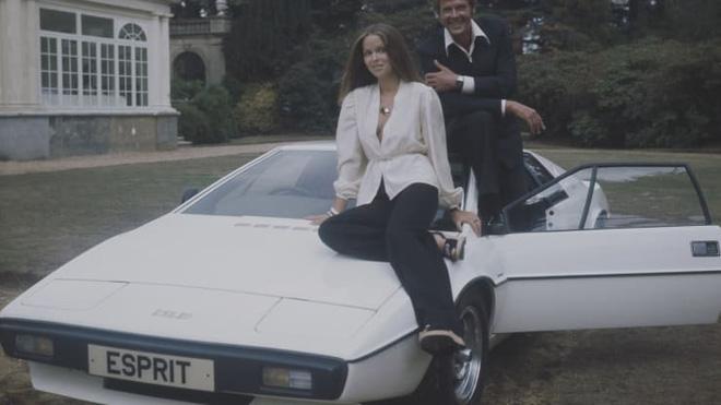 Cặp vợ chồng bỏ 100 USD sở hữu thứ vô giá trị này để rồi may mắn được Elon Musk mua lại nó với giá gần 1 triệu USD - Ảnh 1.