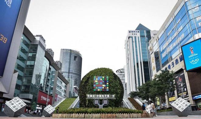 Hoa Cường Bắc - Khu chợ điện tử nổi tiếng nhất Trung Quốc nay bị nhuộm hồng bởi đồ mỹ phẩm - Ảnh 2.
