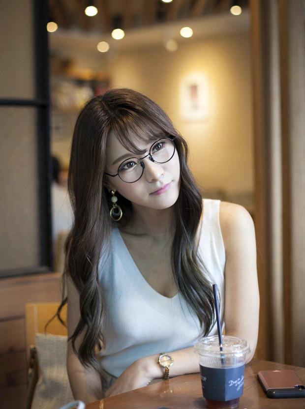 Vẻ đẹp nghiêng nước nghiêng thành của thiên thần LCK Kim Su-hyeon - Ảnh 12.