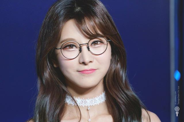 Vẻ đẹp nghiêng nước nghiêng thành của thiên thần LCK Kim Su-hyeon - Ảnh 2.