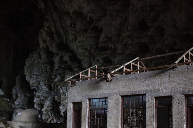 Ngôi làng đặc biệt của Trung Quốc: Khép kín hoàn toàn trong một hang động khổng lồ, chứa một trường học và khu du lịch sinh thái - Ảnh 6.