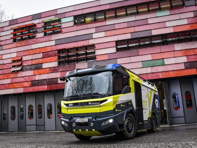 Chiếc xe cứu hỏa này trị giá 1,1 triệu USD và đây là lý do tại sao nó đắt đỏ tới như vậy - Ảnh 7.