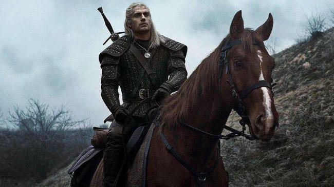 Witcher Henry Cavill thích ngồi nhà cày game hơn là ra ngoài đi quẩy - Ảnh 1.