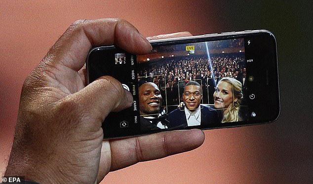 Siêu sao bóng đá Didier Drogba dùng iPhone 6s - Ảnh 3.
