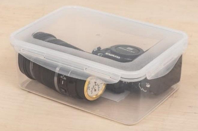 Bạn sẽ chẳng cần phải mua ẩm kế, nhiệt kế cho hộp đựng máy ảnh nữa vì với chiếc nắp ống kính này, mọi thứ đã quá đủ - Ảnh 2.