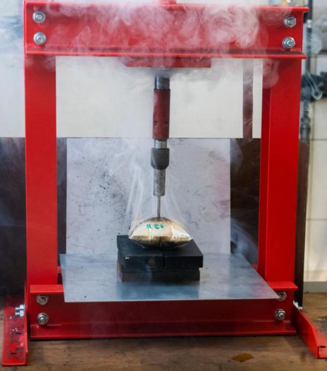 """Đã tìm ra giải pháp """"đóng băng"""" pin lithium ion bằng nitơ lỏng, tránh pin phát nổ nếu có va chạm - Ảnh 3."""