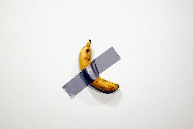 Quả chuối bình thường 'một bước lên hương' khi rơi vào tay nghệ sĩ nổi tiếng, dán lên tường thôi cũng có giá 2,78 tỷ - Ảnh 1.