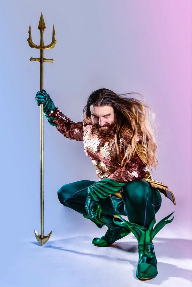 Cười ra nước mắt với loạt ảnh cosplay Hoàng tử Thủy Tề Aquaman mình đầy vảy cá - Ảnh 4.