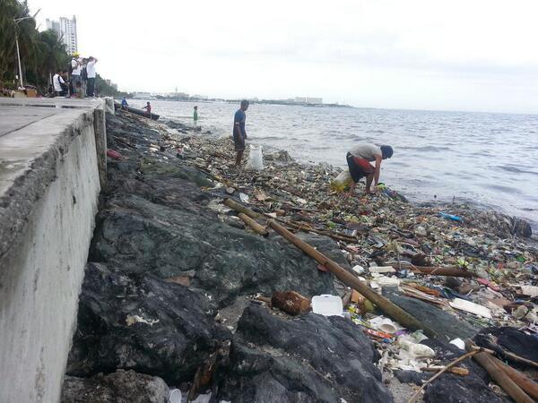 Tin tốt đầu năm mới: 5000 TNV chung tay dọn sạch 45 tấn rác để trả lại vẻ đẹp vốn có của vịnh Manila sau hàng chục năm ô nhiễm - Ảnh 1.