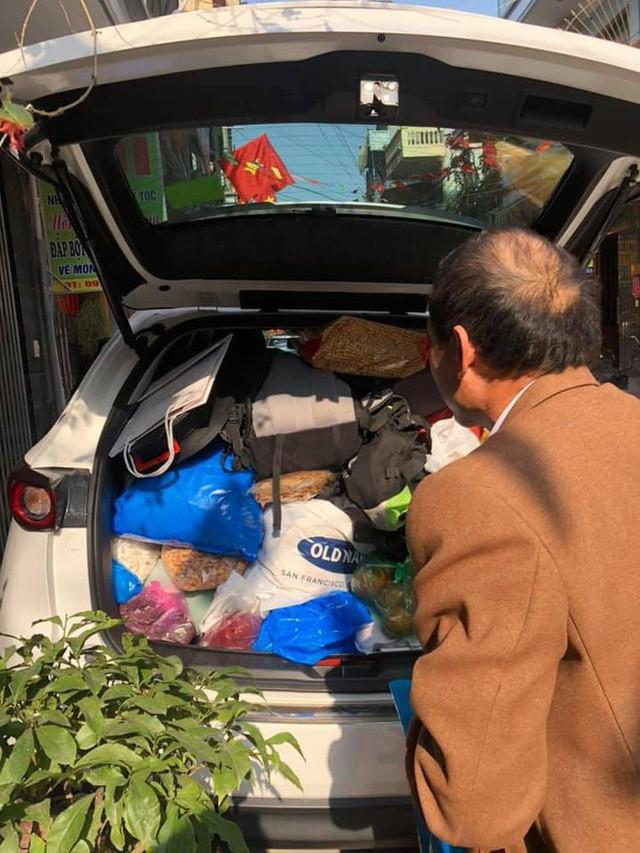 Hình ảnh chuyến xe chở cả quê hương quay lại Thủ đô sau kỉ nghỉ Tết Nguyên đán khiến nhiều người bật cười - Ảnh 5.