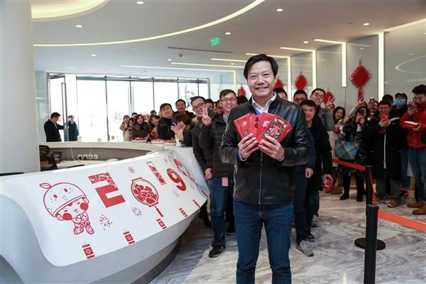 Cùng xem CEO Xiaomi Lei Jun lì xì cho nhân viên dịp năm mới - Ảnh 2.