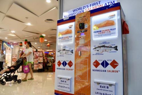 Singapore ra mắt cây ATM rút được... cá hồi, 2 lạng hết một trăm rưởi - Ảnh 1.