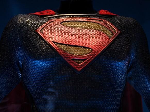 Giáo sư vật lý nói hành động nhấc nhà cứu người của Superman trong Justice League là hết sức vô lý - Ảnh 1.