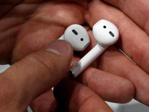 Tai nghe không dây giá chỉ 130 USD Samsung Galaxy Buds so đọ ra sao với Apple AirPods - Ảnh 5.