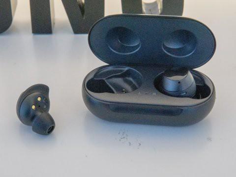 Tai nghe không dây giá chỉ 130 USD Samsung Galaxy Buds so đọ ra sao với Apple AirPods - Ảnh 6.