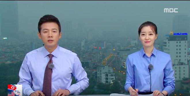 Chất như ekip Đài MBCNews Hàn Quốc chọn địa điểm dẫn bản tin thời sự tại Hà Nội - Ảnh 7.