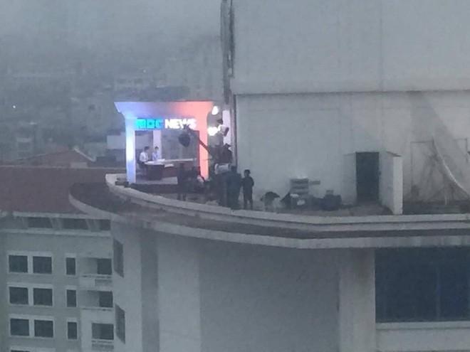 Không chỉ có MBC News, nhiều hãng thông tấn quốc tế cũng chọn được những địa điểm chất không kém ở Hà Nội để dẫn bản tin thời sự - Ảnh 3.