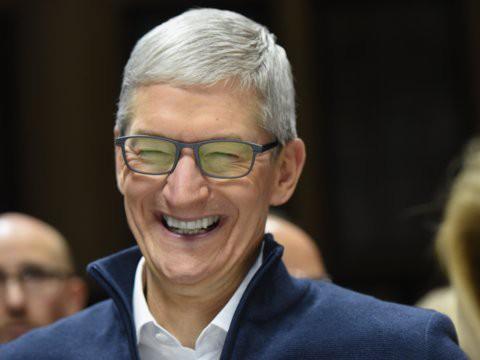 Cổ phiếu Apple lao dốc, nhưng CEO công ty đang quản lý cả tỷ USD đầu tư này cho rằng đừng sợ, Apple sẽ còn bay cao hơn - Ảnh 2.