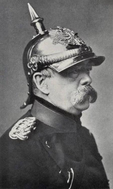 Mũ bảo hiểm của người lính xuyên suốt hai cuộc chiến tranh thế giới khác nhau như thế nào? - Ảnh 2.