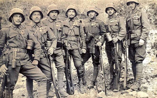 Mũ bảo hiểm của người lính xuyên suốt hai cuộc chiến tranh thế giới khác nhau như thế nào? - Ảnh 3.