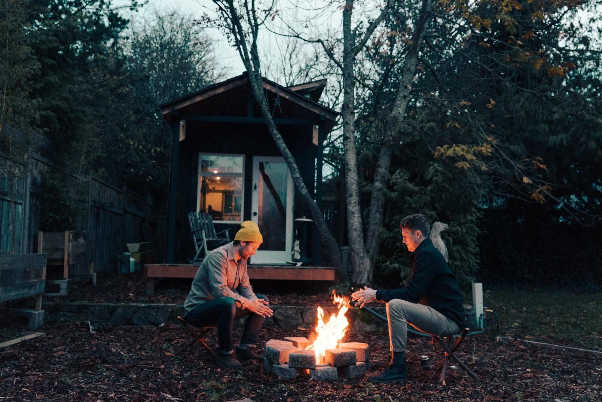 Tham quan ngôi nhà chưa tới 10m2 của một nhiếp ảnh gia Canada, với triết lý sống không xanh và sạch - Ảnh 11.