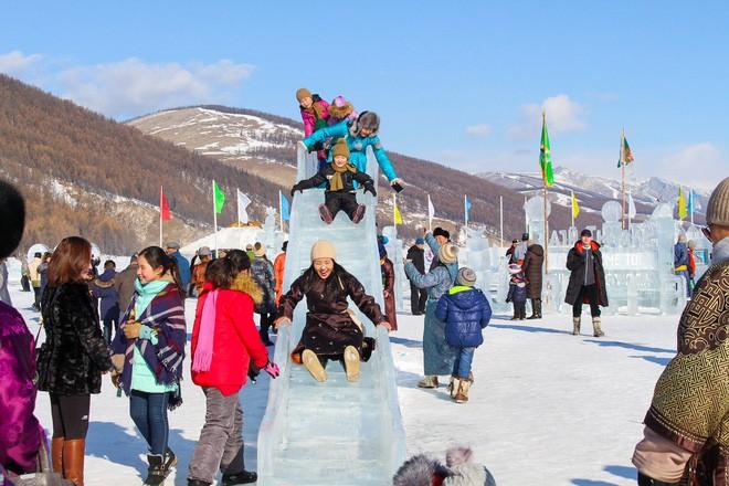 Lễ hội trên hồ đóng băng kỳ lạ của người Mông Cổ: Lạnh kinh hoàng nhưng đẹp đến mê mẩn - Ảnh 12.