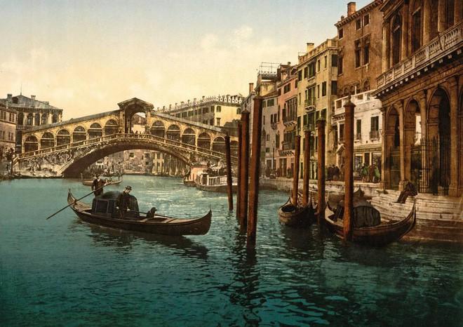 Nhung thành Venice: Sự tàn lụi của loại vải cao cấp vang bóng một thời vì đắt và khó khủng khiếp - Ảnh 1.