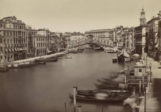 Nhung thành Venice: Sự tàn lụi của loại vải cao cấp vang bóng một thời vì đắt và khó khủng khiếp - Ảnh 3.