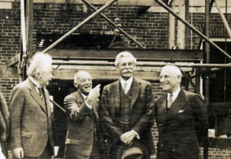 Albert Einstein đã từng được chính phủ Israel mời về làm Tổng thống, thế nhưng ông một mực khước từ - Ảnh 6.