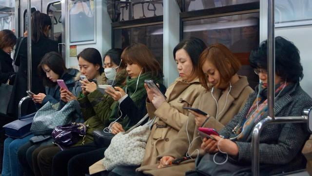 So với thế giới, chuyển mạng giữ số ở Việt Nam đã rẻ và nhanh gọn chưa? - Ảnh 1.