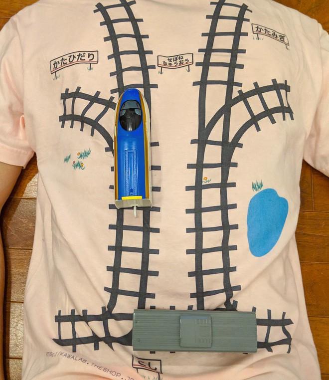 Áo phông kỳ diệu của kỹ sư Google: Hễ con chơi tàu hỏa là bố được mát-xa lưng - Ảnh 6.