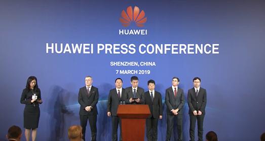 Đăng đàn thông báo kiện chính phủ Mỹ nhưng lãnh đạo Huawei không quên cầm theo Mate X để quảng cáo - Ảnh 1.