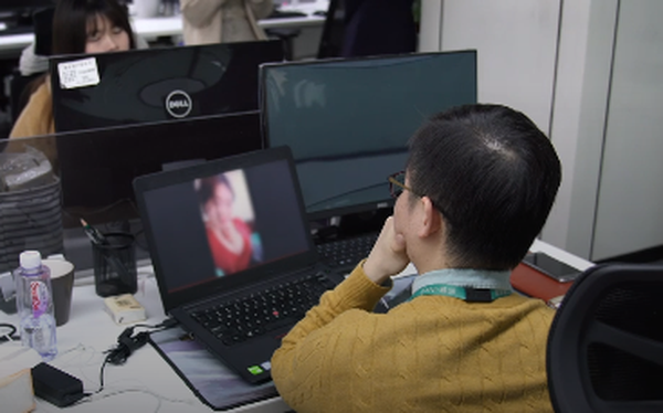 Nghề đang hot ở Trung Quốc: 'Lao công' online căng mắt xem livestream để dọn dẹp nội dung xấu, từ hút thuốc, xăm trổ đến ăn mặc mát mẻ - Ảnh 1.