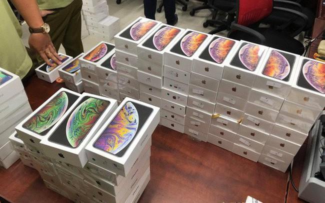 Thu giữ lô hàng iPhone, iPad nhập lậu trị giá hơn 4 tỉ đồng - Ảnh 1.