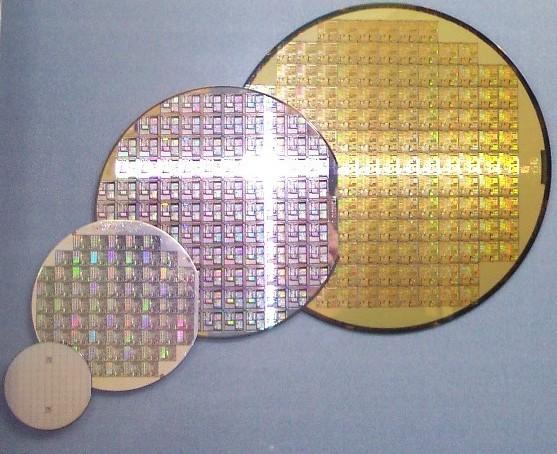Tại sao các nhà sản xuất chip không tăng kích thước chip để tăng số lượng transistor mà phải tìm mọi cách để thu hẹp chip? - Ảnh 2.