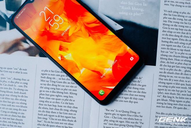 Galaxy M10 cho thấy chiến lược Gậy ông đập lưng ông của Samsung hiệu quả như thế nào - Ảnh 1.