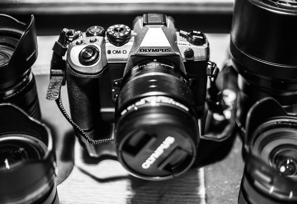 Smartphone nhỏ gọn mà có 3, 4 camera sau nhưng tại sao các nhiếp ảnh gia vẫn chỉ dùng 1 máy ảnh duy nhất? - Ảnh 3.