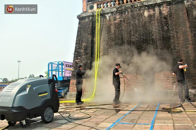 Steam Cleaning - công nghệ dùng để làm sạch tường Đại Nội Huế cho thấy sức mạnh của nước có thể lớn đến mức nào - Ảnh 2.